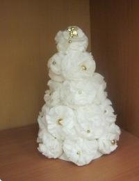 Делаем новогоднюю елку своими руками из бумажных салфеток