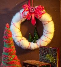 Новогодний венок из валяной шерсти