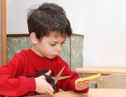 Учимся резать ножницами с ребенком