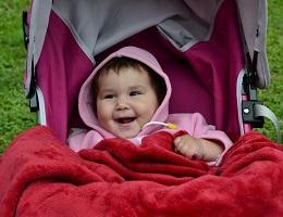 Прогулки в коляске Stokke приятны и малышу, и маме