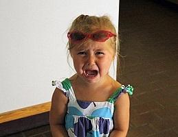 Как остановить истерику у ребенка
